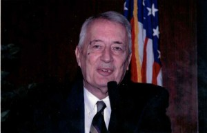 Professor MacFarquhar delivering remarks at the 75th anniversary celebration for the Chinese Section of the Library of Congress in 2003